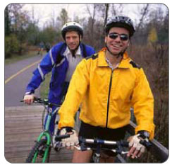 Knee joint pain when cycling can be caused by patellar chondromalacia and iliotibial band syndrome.